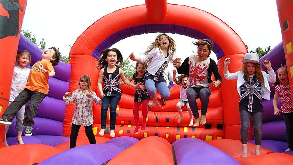 Four-Benefits-of-Bouncy-Castles-for-Kids